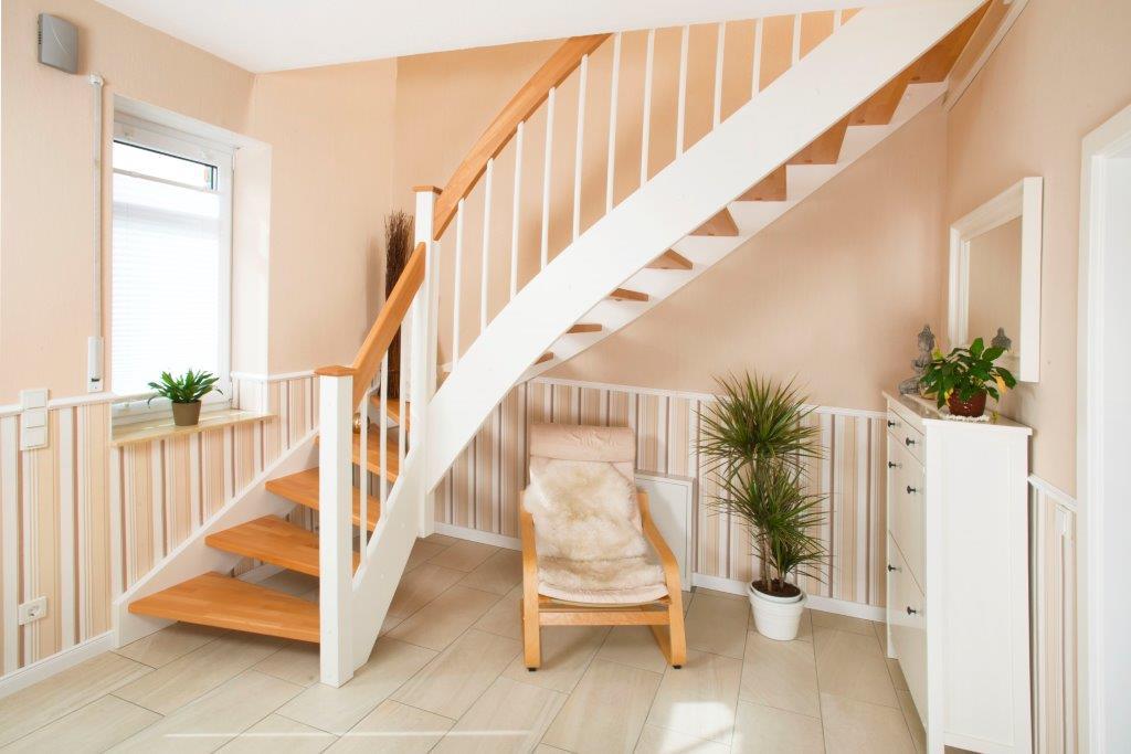 Hier zeigen wir Ihnen eine Holztreppe, die wir in Rhauderfehn (Kreis Leer, Ostfriesland) für einen Kunden erstellt haben.