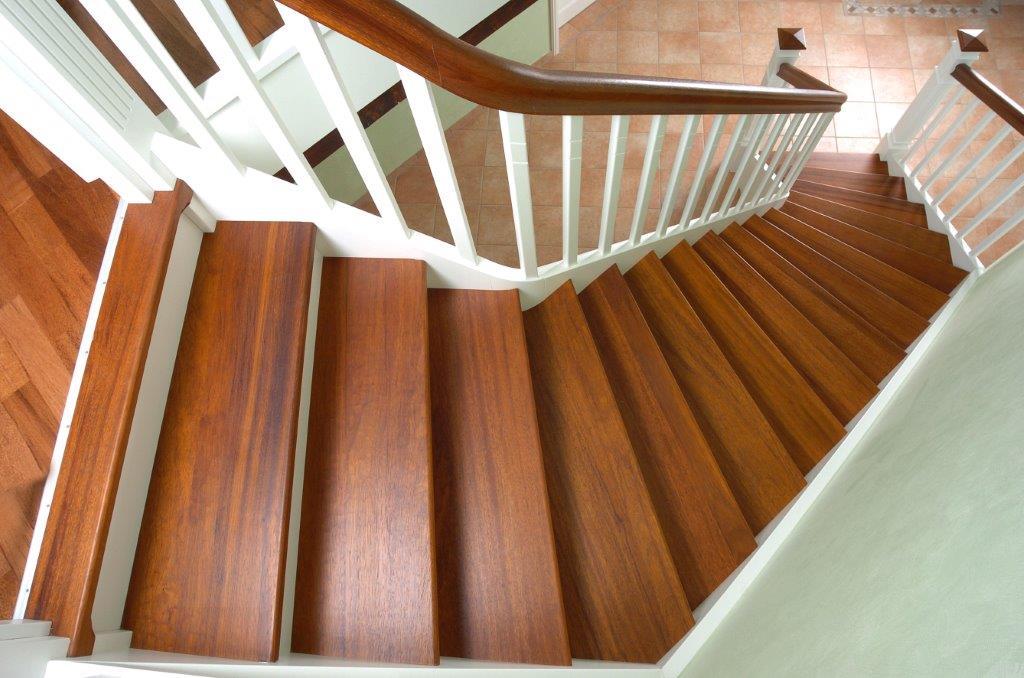 Hier zeigen wir Ihnen eine Holztreppe, die wir in der Gemeinde Bunde im Rheiderland (Kreis Leer, Ostfriesland) für einen Kunden erstellt haben.