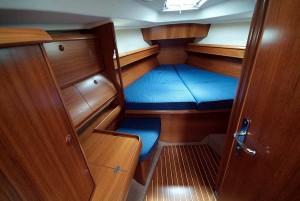Der Yachtausbau und Schiffsinnenausbau erfordert handwerkliches Können. Wir gestalten das Interior und Exterior Ihrer Yacht oder auf Ihrem Schiff. Hier haben wir das Vorschiff einer Yacht nach den Vorstellungen des Eigners neu gestaltet.